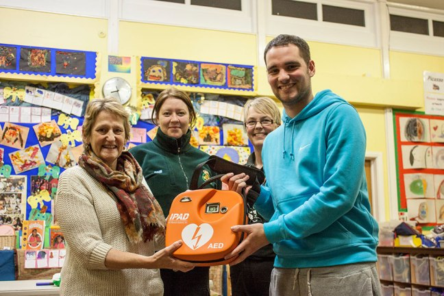Defibrillator unveiled at Hipsburn First School