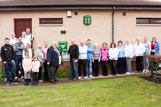 Tweedmouth Bowling Club receives Public Access Defibrillator